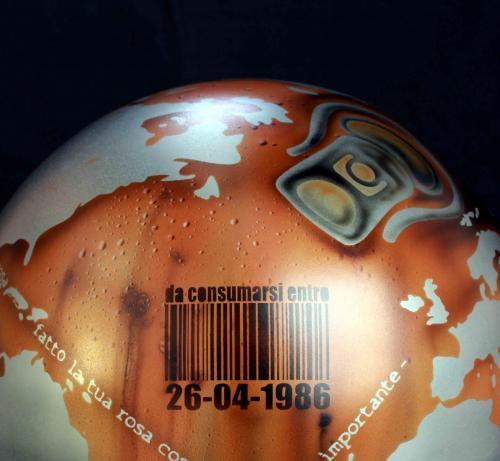 W.W. (ACCIAIO)(PARTICOLARE 1) - 26-04-1986 - Diam. 30 cm. - acciaio e smalti - 2015