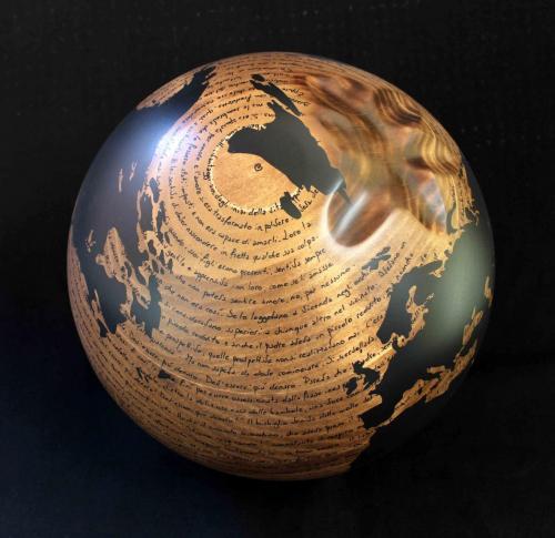 W.W.B. -  -  (legno nat.) F2 - 2014 - Legno, carbone e smalto - Diam. 27 cm