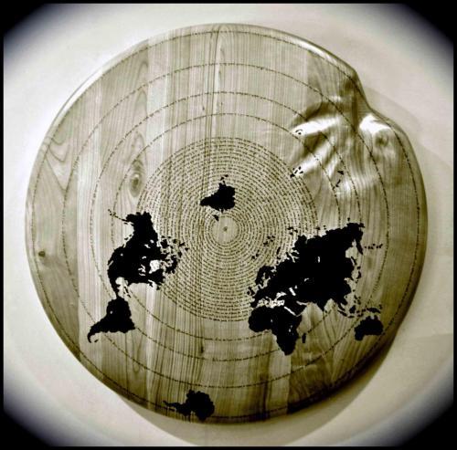 WW - Pascal Pensiero (bianco e nero) - 2012 - Legno e smalto - Diam. 89 x h. 8.5 cm