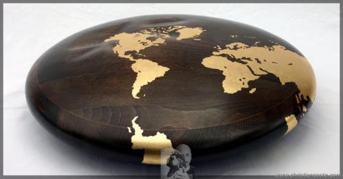 MONDO AMMACCATO (DISCO), legno e foglia d'oro, diam. cm 50, h cm.12, 2011