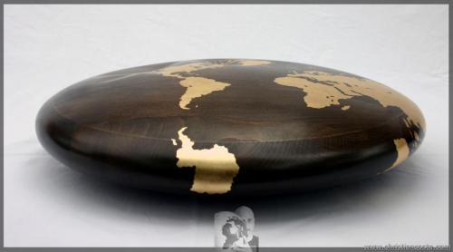 MONDO AMMACCATO (DISCO) F3, legno e foglia d'oro, diam. cm 50, h cm.12, 2011