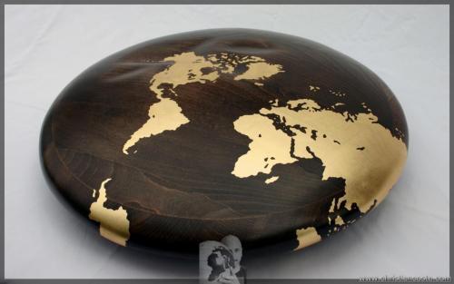 MONDO AMMACCATO (DISCO) F4, legno e foglia d'oro, diam. cm 50, h cm.12, 2011