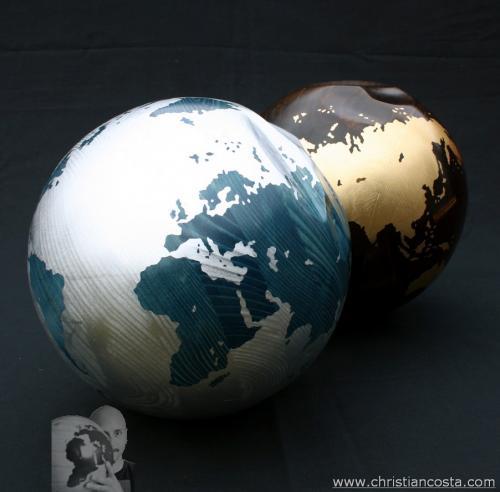 MONDO AMMACCATO (coppia di sfere) F2, legno e foglia d'argento e argento, diam. cm 28 e 26, 2011