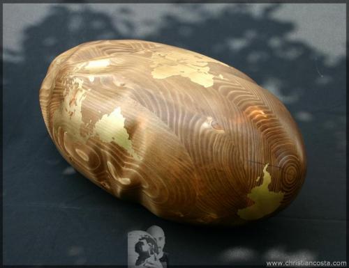 MONDO AMMACCATO II (chiaro F4), legno e foglia d'oro, 60x25x20 cm. 2011