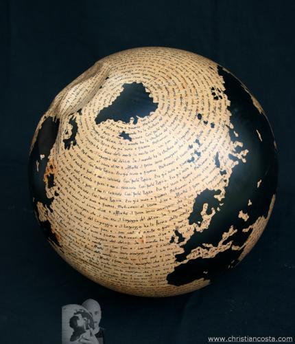 WW - Montale - la forma del mondo - (sfera nocciola)(F2) - 2012 - Legno e smalto - Diam. 31 cm