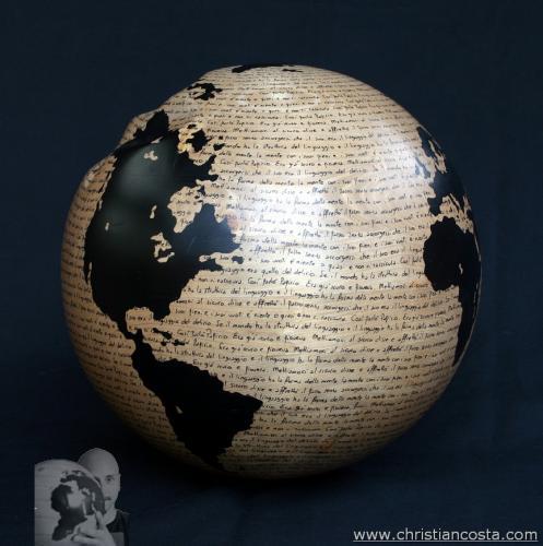WW - Montale - la forma del mondo - (sfera nocciola) - 2012 - Legno e smalto - Diam. 31 cm