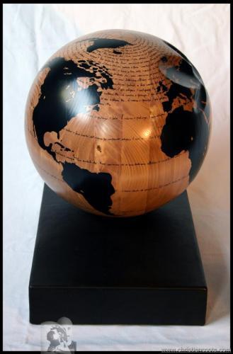 WW - Montale - titolo -  (sfera palissandro - noce) - 2012 - Legno e smalto - Diam. 31 cm