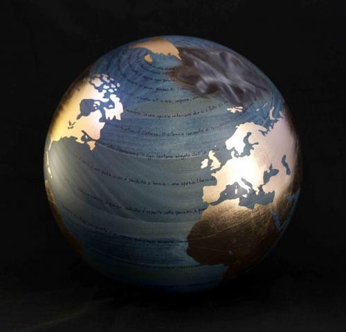 W.W.B. - Silenzio - 2015 - Legno, carbone e foglia d oro - Diam. 30 cm